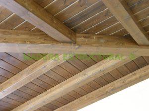 Aspecto de un lasurado en piezas de madera bajo cubierto (clase de servicio 2)