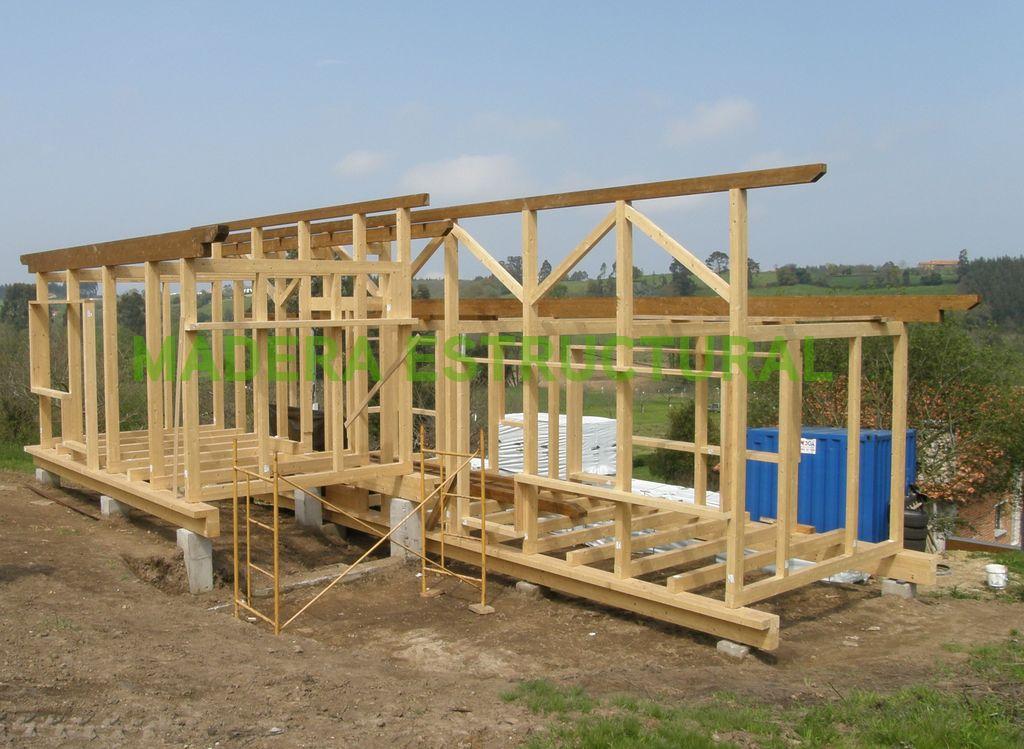 Montaje de la estructura del tejado madera estructural for Tejados de madera thermochip