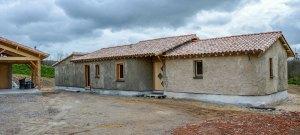 maison-beton-chanvre-ouvertures-bois