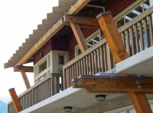 Correcta protección de las caras superiores de las piezas de madera.